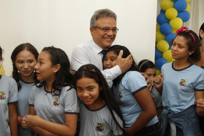 Os alunos das escolas municipais receberam o prefeito Zenaldo Coutinho, com muito carinho