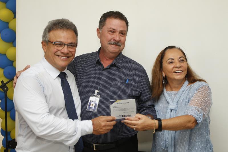 Um certificado por serviços prestados foi entregue a Albério Marques, diretor da Secretaria Municipal de Saneamento (Sesan)