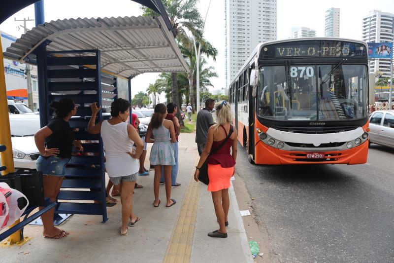 Na sexta-feira, 11, foram substituídos dois abrigos na avenida Visconde de Souza Franco. A meta é instalar 200 novos equipamentos urbanos, sendo 100 este ano e mais 100 no próximo
