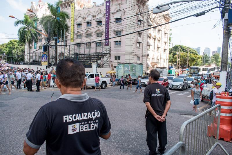 Agentes da Secretaria de Economia e da Ordem Pública orientaram e organizaram o vendedores ambulantes às imediações das procissões