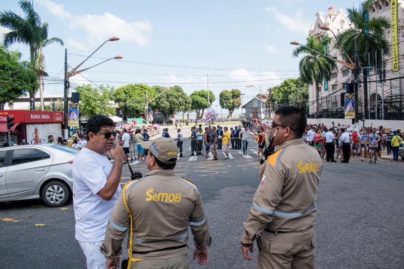 Agentes da SEMOB atuando no fechamento de ruas do trajeto das romarias