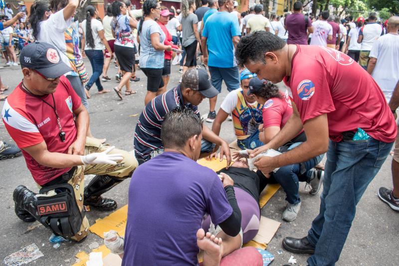 O forte calor, a emoção e o sacrifício, durante o Círio, levam as pessoas a um esgotamento, que precisa de auxílio dos trabalhadores da área da saúde