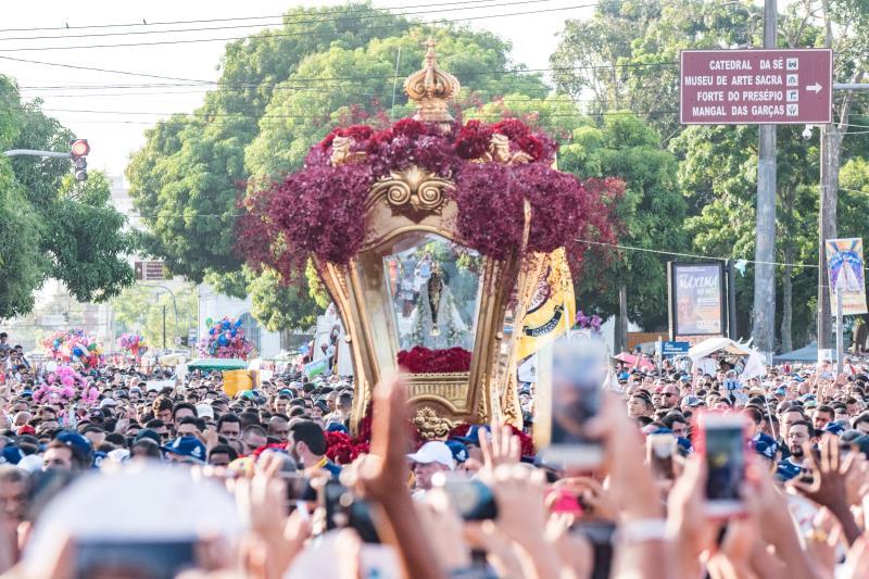 Celebrações, mãos em oração e fé são os elementos que ajudam aos romeiros a agradecer à Nossa Senhora