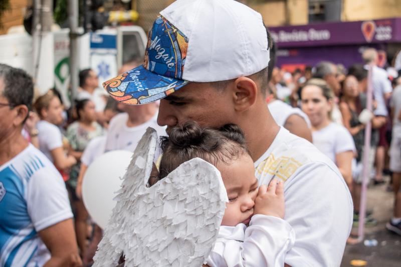 O Círio não se explica em palavras, mas sim em atitudes de pais e seus filhos, que, juntos, pagam uma promessa