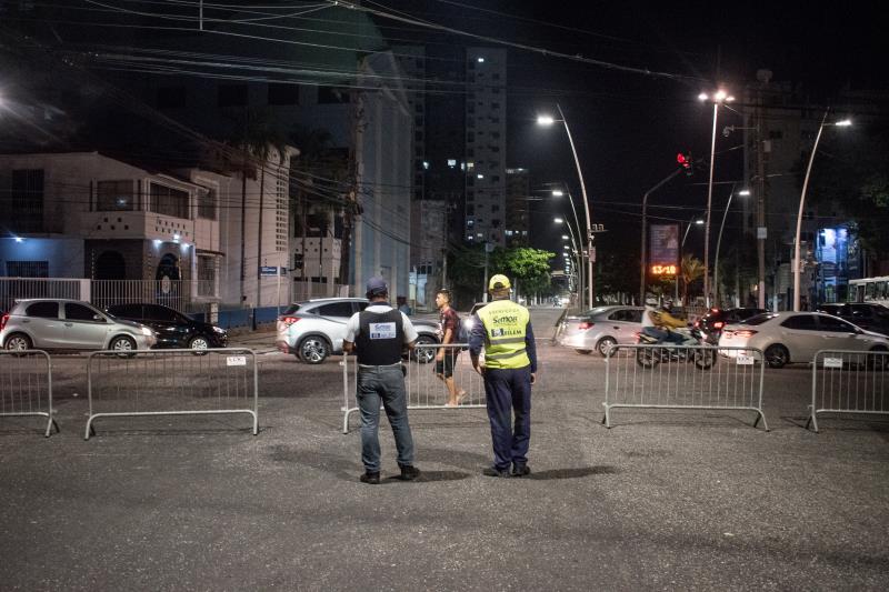 Agentes da SeMOB atuam no bloqueio de ruas e na orientação do trânsito no centro de Belém