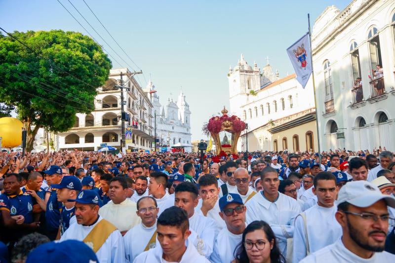 Início da procissão do Círio, no bairro da Cidade Velha, em Belém