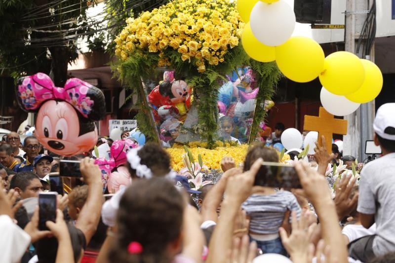 Famílias deram graças à Virgem de Nazaré durante a romaria do Círio das Crianças