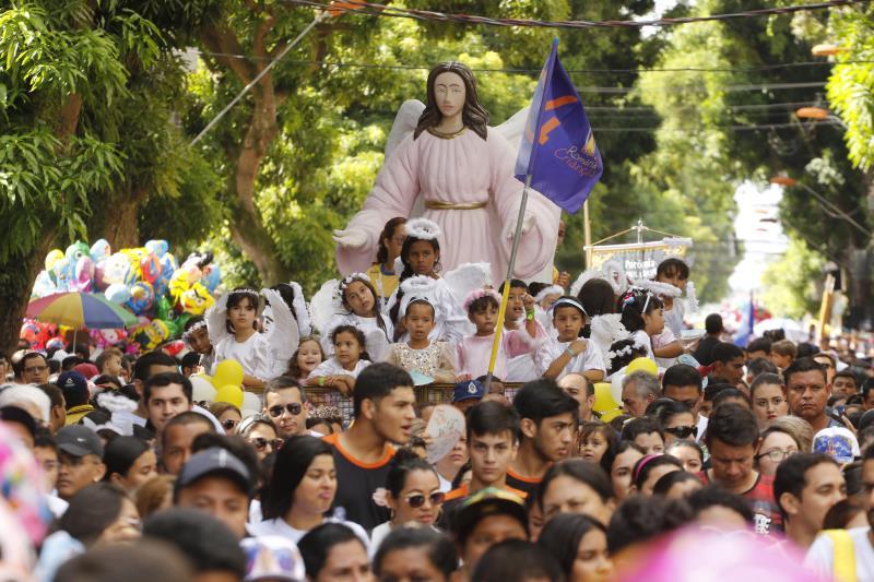 Procissão do Círio das Crianças saiu e retornou à praça Santuário