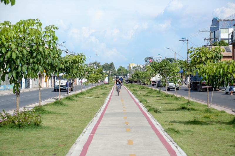 O antigo canal a céu aberto que cortava toda a extensão da avenida Bernardo Sayão passou por um complexo trabalho de engenharia e foi fechado por completo, no trecho, com a instalação de galerias