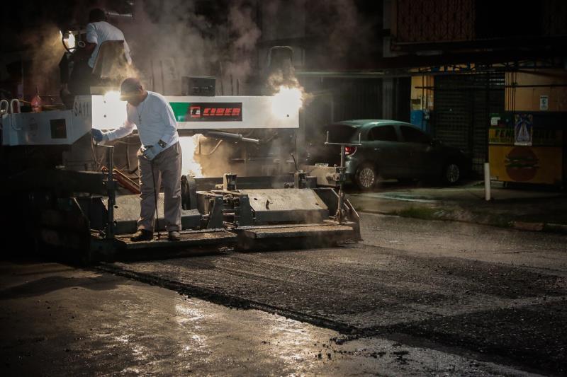 Em 216 dias do atual exercício, o total de obras oficializadas pelas ordens de serviço representa, na prática, quase 38 quilômetros (37.763) em serviços de asfaltamento e drenagem.
