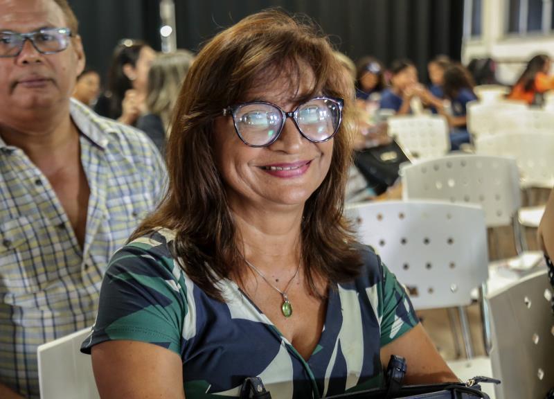Cláudia Vilhena professora