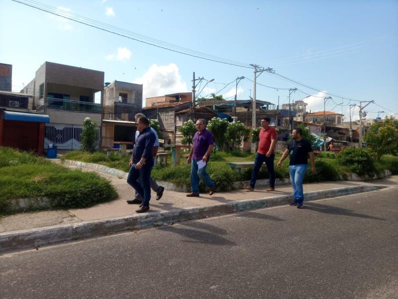 Agentes percorreram a rua dos Caripunas, no trecho entre a travessa de Breves e a avenida Bernardo Sayão, para definir serviços de manutenção e revitalização na área