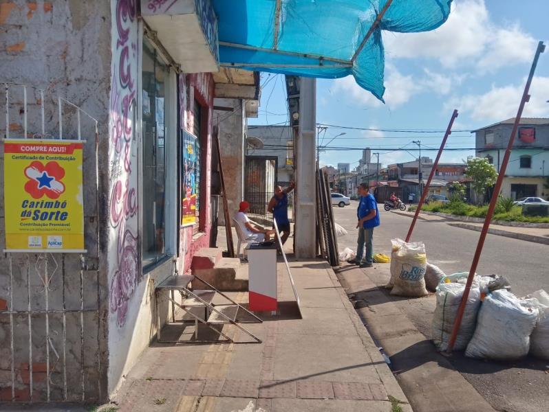 A ocupação irregular de calçadas foi alvo de avaliação dos agentes da Seurb