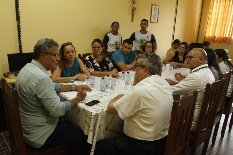 Acompanhado de Socorro Aquino, secretária municipal de educação, Adriana Azevedo, presidente da Funpapa, e Aldenir Nascimento, do Fundo Ver-o-Sol, Zenaldo se reuniu com o padre Francisco Sadeck