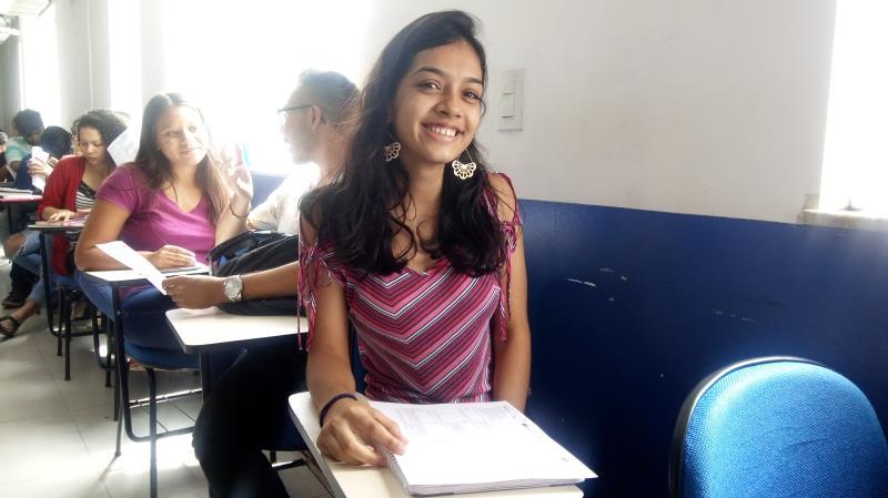 Kássia Fonseca, de 19 anos, é moradora do bairro do Tapanã e está fazendo a prova do Enem pela primeira vez. Ela pretende cursar Conservação e Restauro, e relata que gostou da primeira avaliação e agora apesar da ansiedade está confiante para a segunda prova.