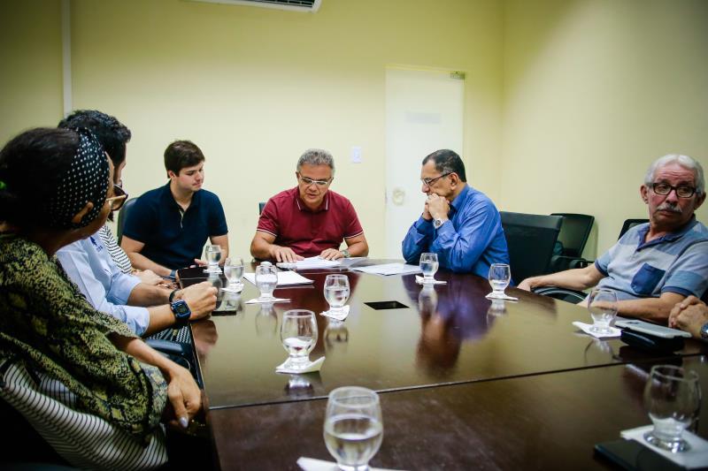 Participaram da reunião de assinatura os diretores dos espaços e o deputado estadual Thiago Araújo