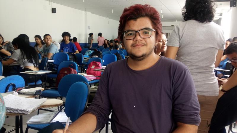 Isac Brito, de 19 anos, morador do bairro da Condor, quer cursar Farmácia e também está fazendo o Enem pela segunda vez.