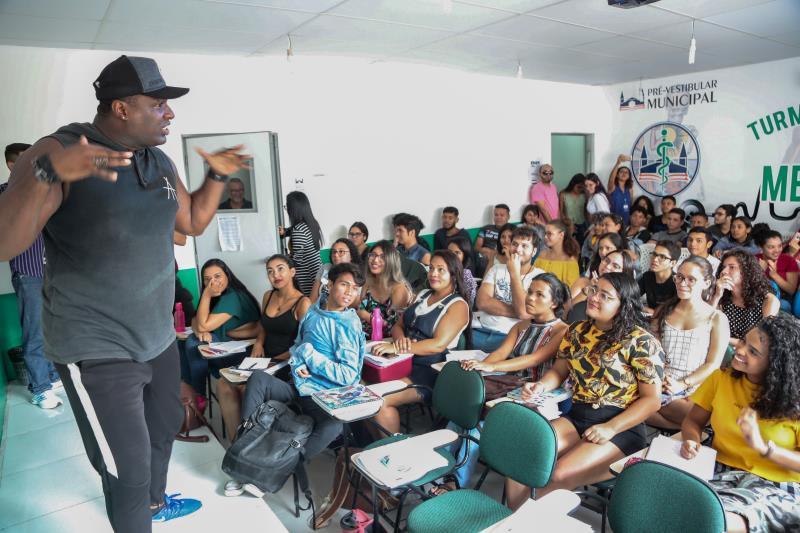 O cursinho Pré-Vestibular Municipal é uma iniciativa da Prefeitura de Belém que, por meio da Funbosque, que, desde de 2015, quando era ligado à Semec, vem realizando o sonho de muitos alunos das escolas da rede pública de entrar para a universidade pública, por meio do Enem