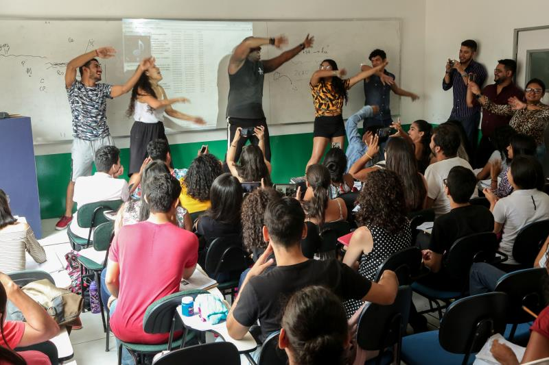 O grande diferencial do curso preparatório é o projeto Pró 1000, que trabalha a redação de uma forma global, incluindo noções de direito constitucional, filosofia, sociologia, biotecnologia e artes