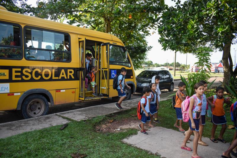 Em 2013, havia apenas dois ônibus para atender à demanda de locomoção de todos os alunos da rede pública municipal. Atualmente, são 48 ônibus no total.