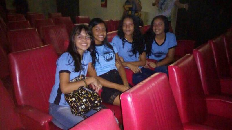 Alunos da Escola Municipal Maria Madalena Raad foram ao Cine Olympia