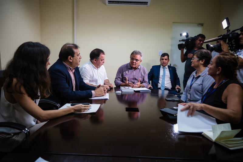 """""""Hoje é um marco importante pela formalização das metas futuras de cooperação. O Acnur, com sua experiência, vai contribuir muito tecnicamente, nos auxiliando para que possamos caminhar, cada vez mais, no atendimento aos indígenas venezuelanos"""", disse o prefeito Zenaldo Coutinho"""