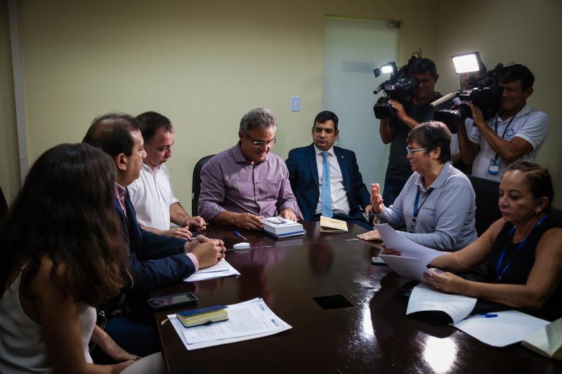 O termo foi assinado pelo prefeito Zenaldo Coutinho e por José Egas, do Acnur