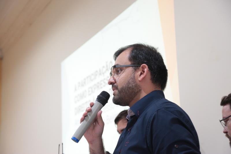 A reunião começou com a apresentação do trabalho de mestrado profissional de Eduardo Corrêa, da UFPA