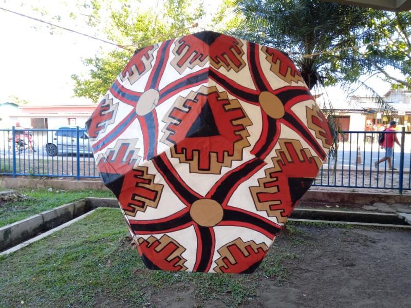 O projeto une o ensino da matemática por meio da arte ceramista do Paracuri explorando a criatividade e a interação de saberes entre professores e alunos da comunidade.