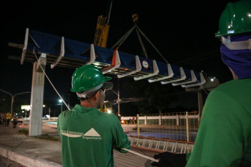 Instalação da passarela da Almirante