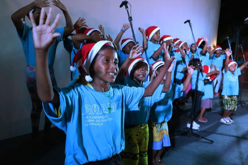 Na inauguração, crianças indígenas Warao cantaram músicas natalinas e canções da etnia