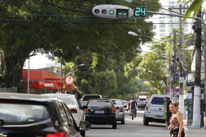 Avenida Generalíssimo Deodoro com avenida Nazaré tende a fluir melhor se motoristas respeitarem os tempos indicados no contador regressivo