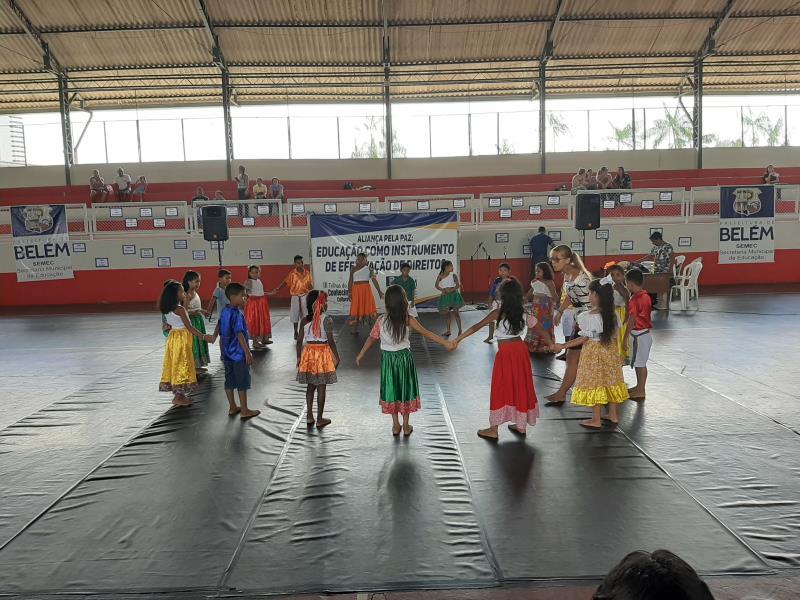 Durante a manhã, houve também apresentações culturais das escolas municipais no III Trilhas do Conhecimento