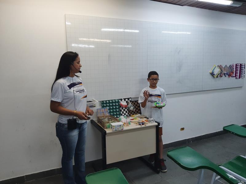 Os professores apresentaram seus projetos exitosos, com a participação de alunos