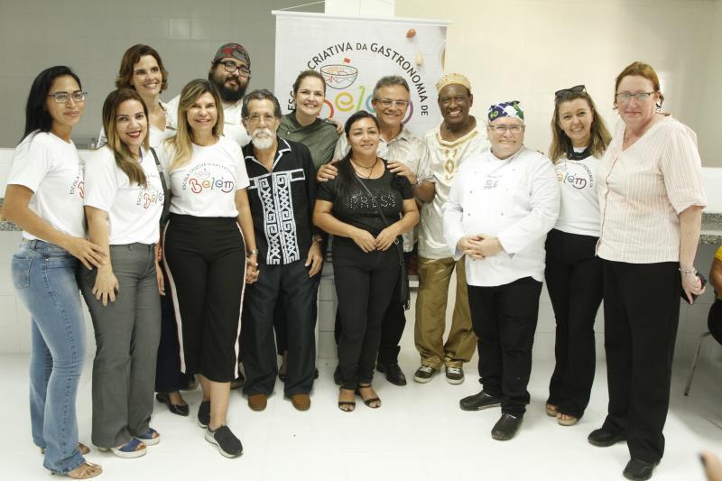 Autoridades, chefs de cozinha e convidados participaram da inauguração da Escola Criativa de Gastronomia
