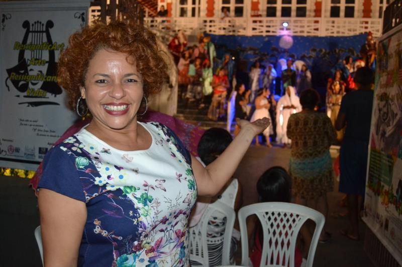 "Marilia Araujo, técnica cultural da Biblioteca Municipal Avertano Rocha, classificou o espetáculo como ""belíssimo"""