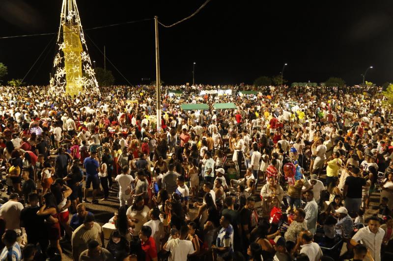 Segundo estimativa da Fumbel, cerca de 25 mil pessoas participaram do réveillon no Portal da Amazônia
