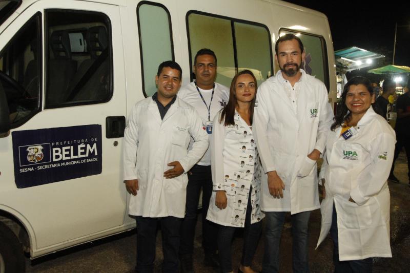 A Secretaria de Saúde disponibilizou uma equipe de profissionais formada por médico, enfermeiro e auxiliares de enfermagem, que atuou em uma estrutura física montada próxima à rua Oswaldo de Caldas Brito, com ambulância de prontidão