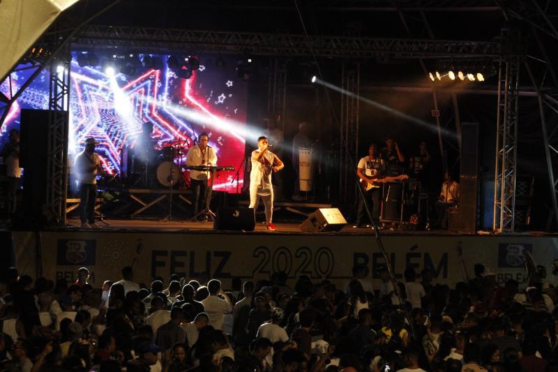 Depois do show da banda Orlando Pereira, o palco montado no Portal da Amazônia deu passagem ao samba