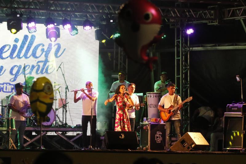 A banda paraense Orlando Pereira abriu a noite de show celebrando a virada do ano no Portal da Amazônia