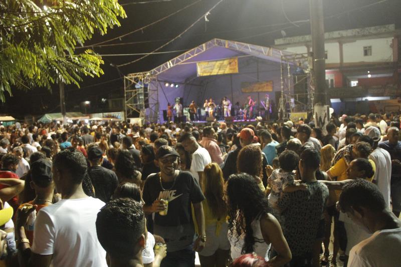 A praia Grande da ilha de Caratateua foi palco para cerca de 20 mil pessoas que celebraram a chegada de 2020 em Outeiro, distrito de Belém