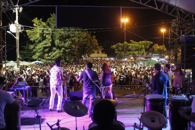 Neste ano, quem animou os festejos, logo após o show pirotécnico, foi a cantora Bianca Furtado, em seguida com DJ Fabrício