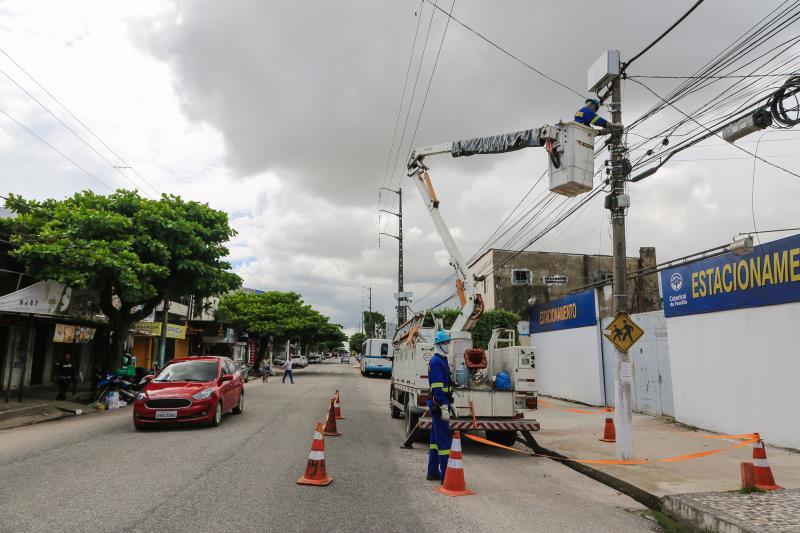 Entre os serviços realizados estão a substituição de lâmpadas amarelas por brancas, em mais de 66 mil pontos, e a instalação de nova iluminação em mais de 12 mil locais