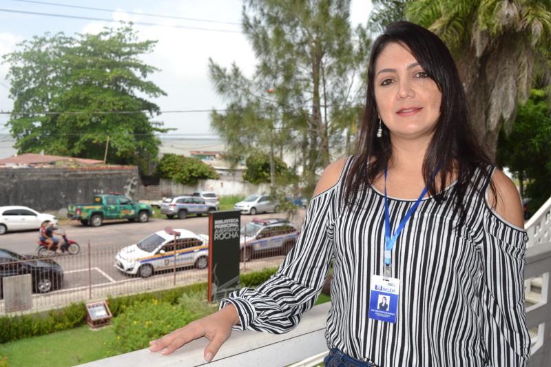 """""""Fazer com que os turistas se sintam em casa é prioridade para a equipe de estudantes bilíngues que estará na próxima segunda-feira, 13, recepcionando os visitantes"""", disse Ana Karla de Almeida, assessora de ações de turismo da Belemtur"""