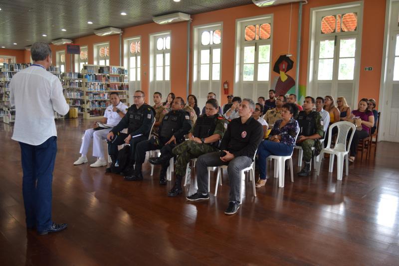 Nesta quarta-feira, 8, houve uma reunião de órgãos públicos para organizar mais um receptivo de cruzeiros em Icoaraci, no espaço de leitura da Biblioteca Pública Municipal Avertano Rocha