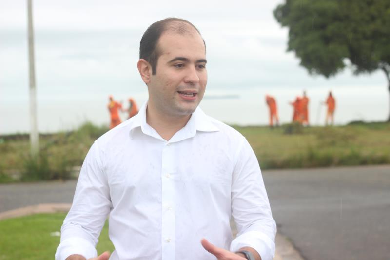 O agente distrital de Outeiro, Yan Miranda, acompanhou os serviços na praça do Pistão, no bairro Água Boa