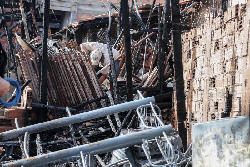 Ainda na manhã desta sexta-feira, 10, uma equipe da Defesa Civil Municipal fez o levantamento dos estragos, cadastramento e atendimento das famílias atingidas no local do incidente