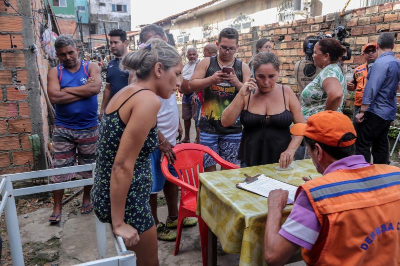 Atendimento às vítimas do incêndio já começou na rua Diogo Moia