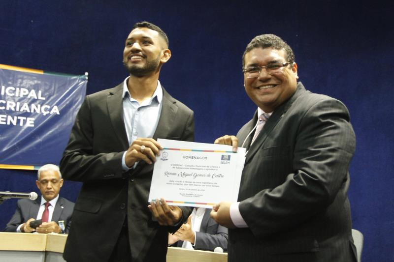 Os novos conselheiros tutelares foram empossados e receberam certificados pela nova função