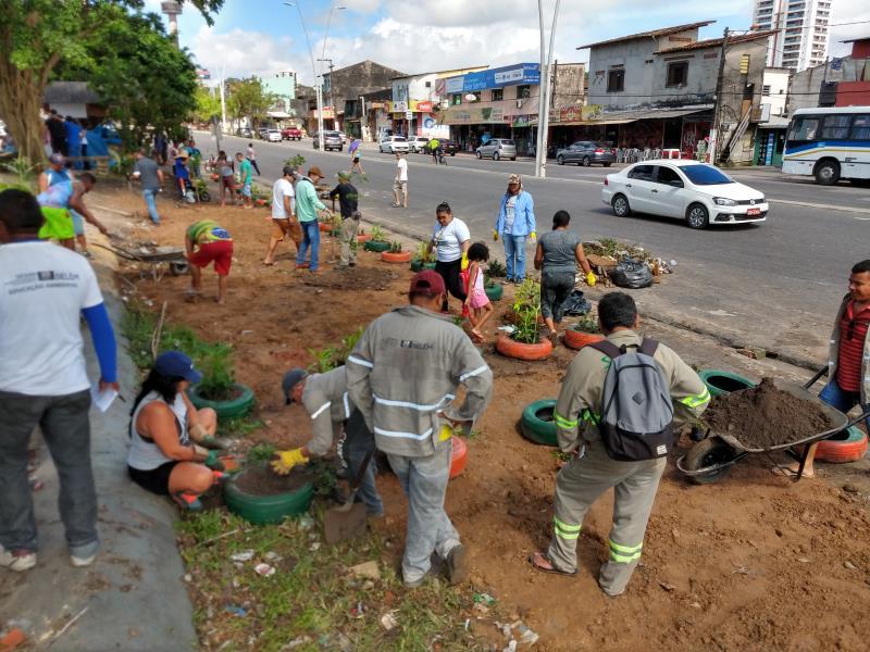 Programas como o Minha Rua, Meu Jardim, no qual áreas de descarte são substituídas por paisagismo, receberam reconhecimento da população, com a participação efetiva de comunidades em mais de 100 áreas da Grande Belém